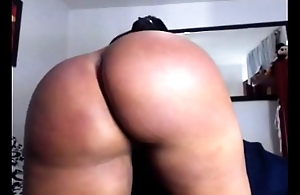 Thick Colombian shows off booty
