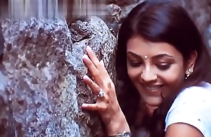 Kajal Agarwal big breast &amp_ Cleavage
