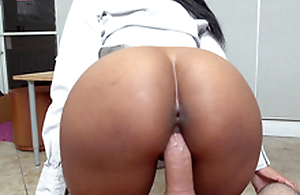 Round ass ebony Arianna Knight fucks her big gun in the office