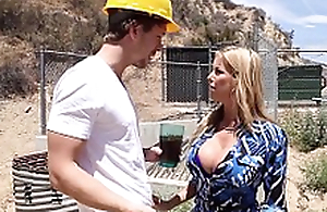 Crazy Squirting Action - Gaffer Milf Alexis Fawx Fucked to Orgasam in be transferred to Kitchen