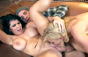 Perverted piece of sod makes XXX apology to Alexis Fawx and Romi Rain