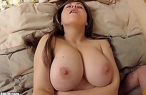 Meaty Mudflaps on this Hot Mom! Naturally curvy big-breasted amateur MILF gets her shaved snatch licked &amp_ fucked with a marital-device